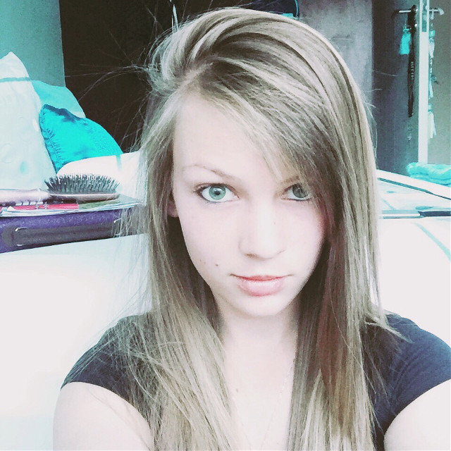 #selfie  #blonde #greeneyes #new_style #bangs #me