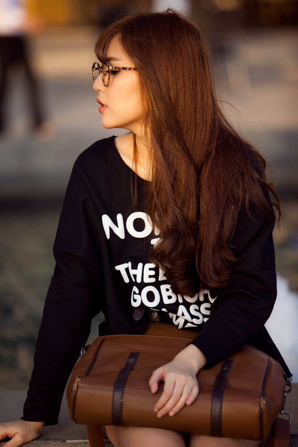 Good evening everyone;) ❤ ❤ 😘 😘 😘 😘  Hope you have a good day.  #bichphuong #streetstyle #emotions #love #photography #people #bokeh
